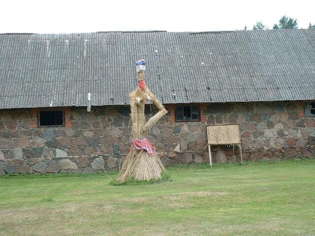 Straw statue - Alatskivi